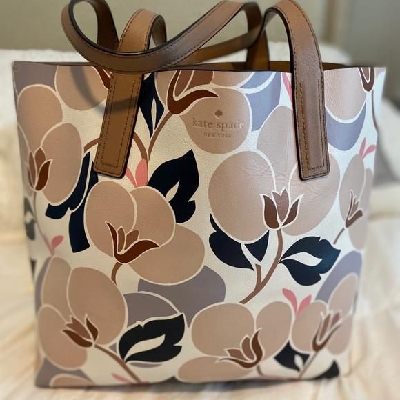 kate spade Handbags - Kate spade arch reversible leather floral tote bag